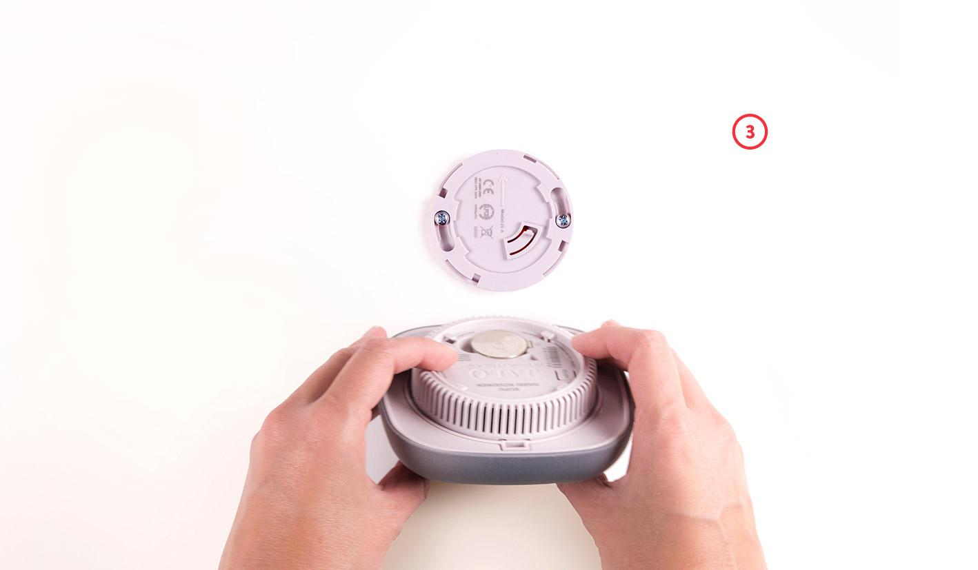 replacing batteries in smoke alarm