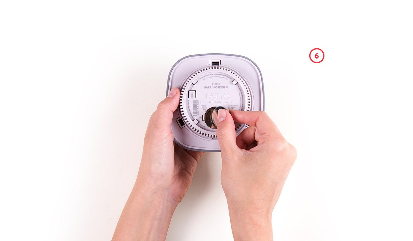 installing batteries smoke alarm